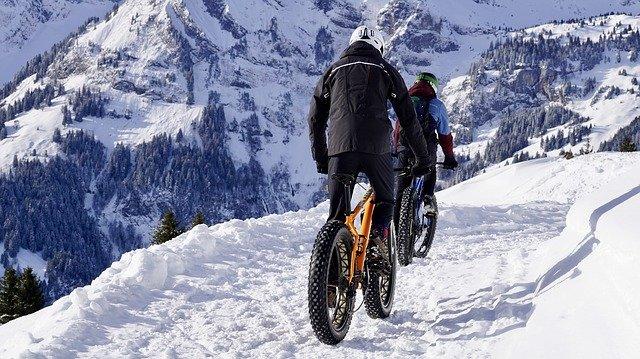 Fat bike électrique sur neige