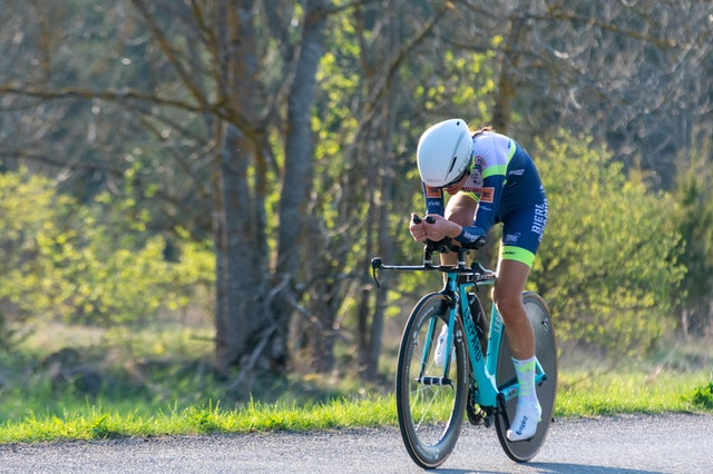 Vélo triathlon aerodynamique